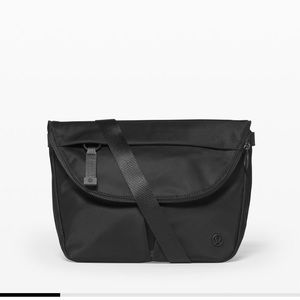 Lululemon black festival bag